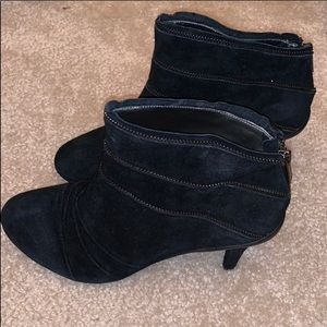 NWB Kenneth Cole Reaction Suede Ankle Boots